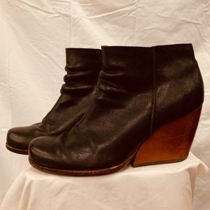 Kork-Ease Boots in Black Leather Sz 8.5